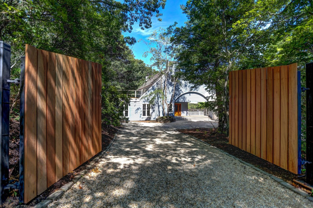 Additional photo for property listing at Like Brand New!  Sag Harbor, New York